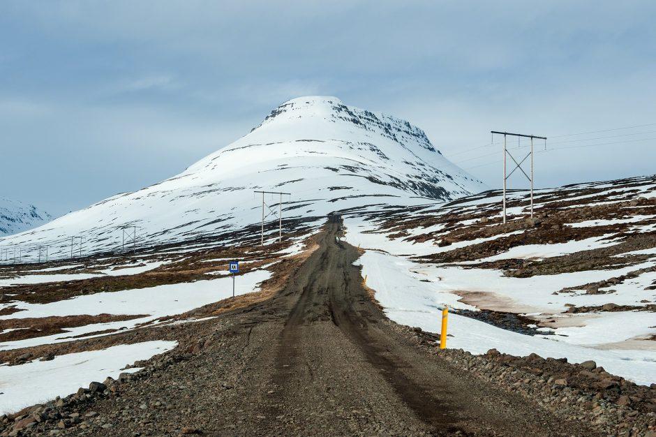 Lungo la strada 953 per Mjóifjörður, Islanda.